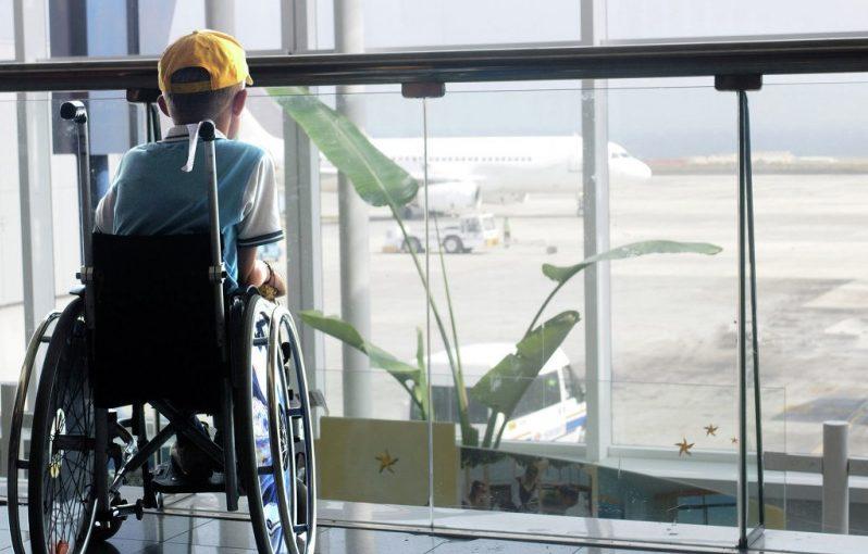 Как перевезти инвалида в самолете: правила, условия, льготы