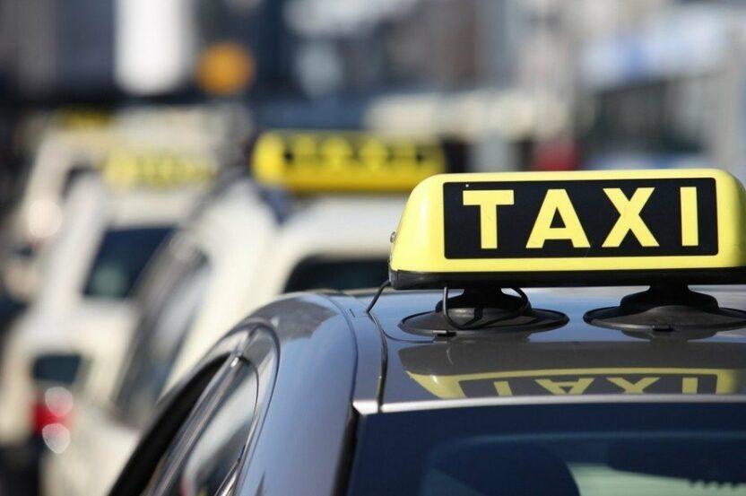 Как добраться из аэропорта в гостиницу: трансфер или частное такси