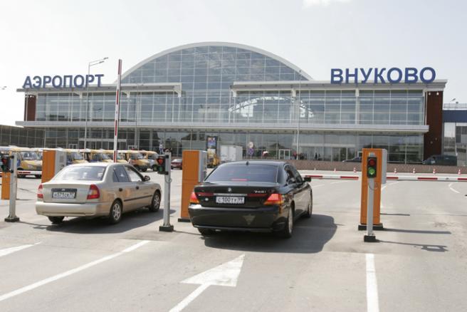 Где во Внуково оставить машину: схема автостоянок