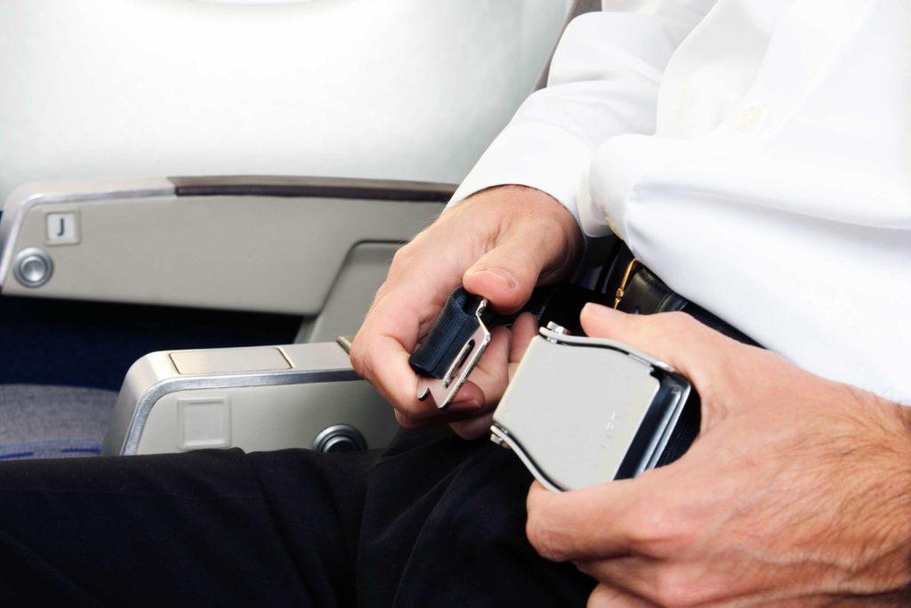 Зачем ремни безопасности в самолете