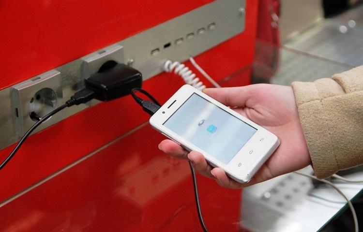 Зарядить мобильный телефон в Домодедово