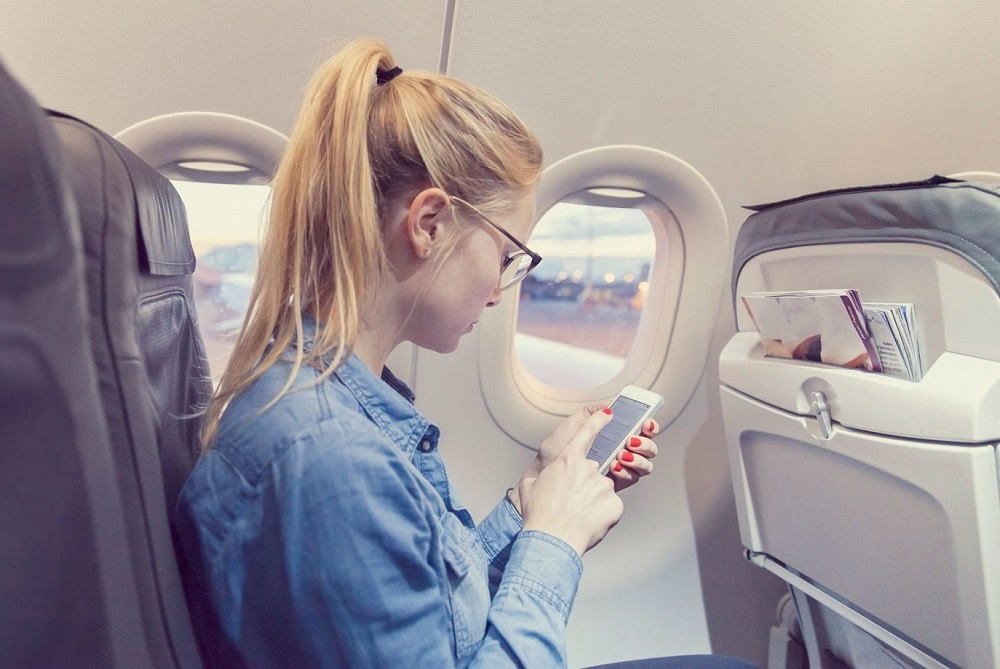Использование телефона в салоне самолета