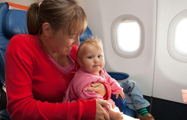 Перевозка малыша в Уральских авиалиниях