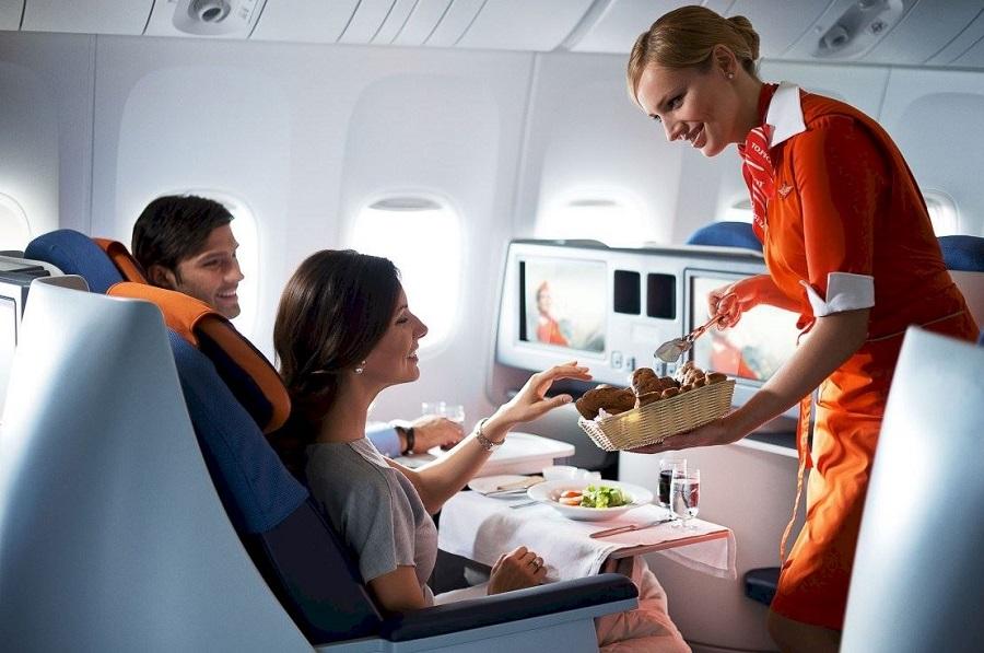 Трапеза при перелете в самолете