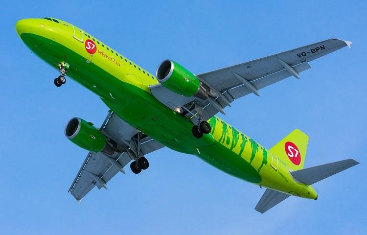 Самолет А320 авиаперевозчика S7 Airlines