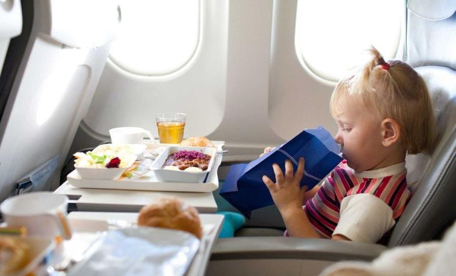 Питание малыша во время полета в лайнере России