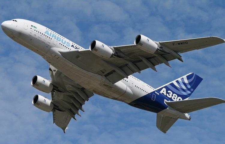Авиалайнер Airbus A380