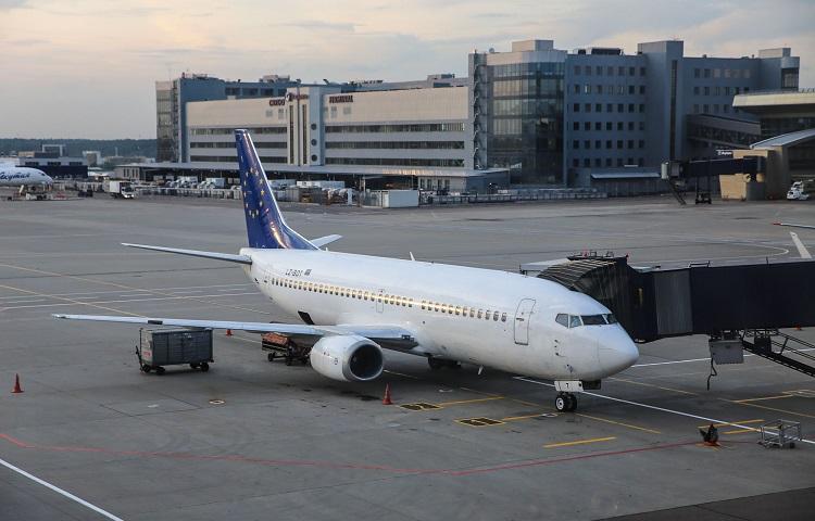 Авиалайнер Boeing 737-300