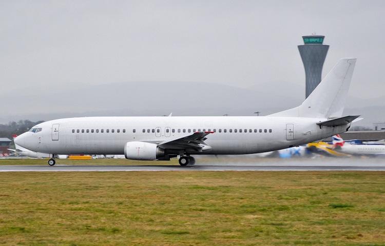 Авиалайнер Боинг 737 400