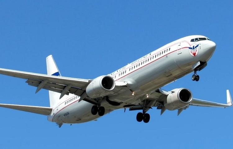 Авиалайнер Boeing 737-900