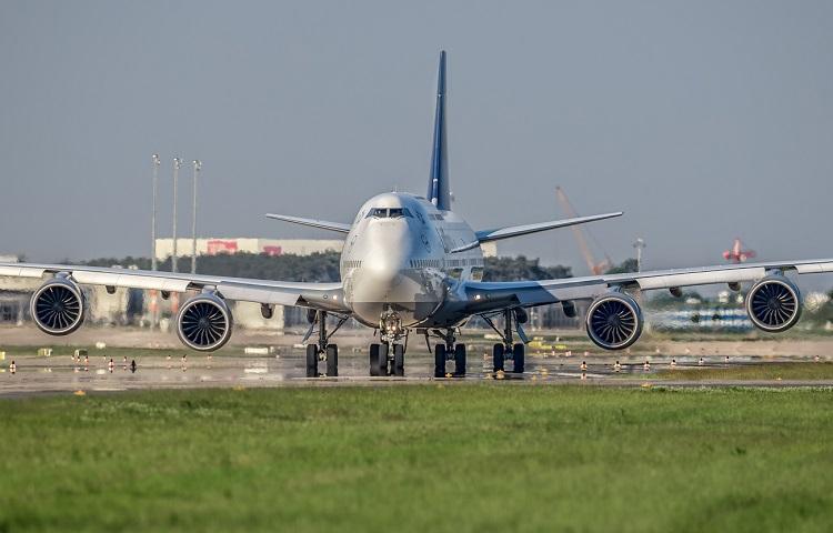 Авиалайнер Boeing 747-800