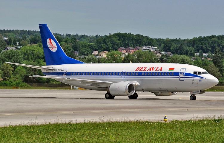 Авиалайнер Boeing 737-300 перевозчика Белавиа