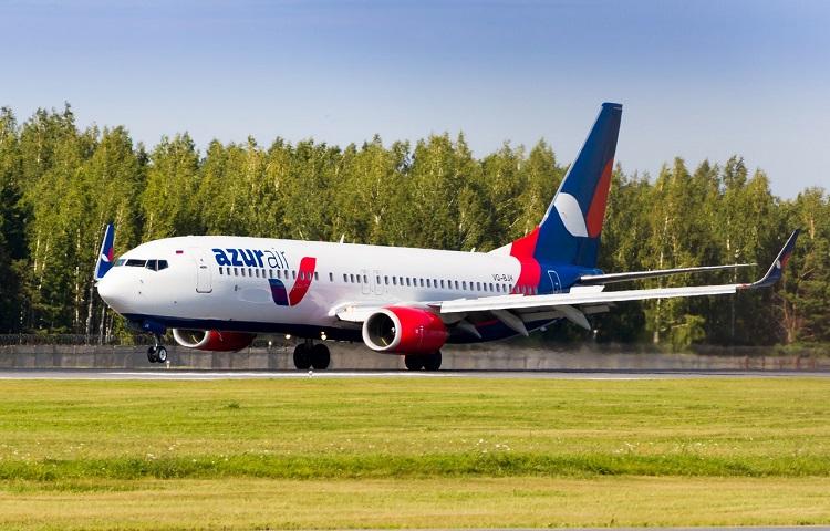 Самолет Боинг 737 800 авиакомпании AZUR air