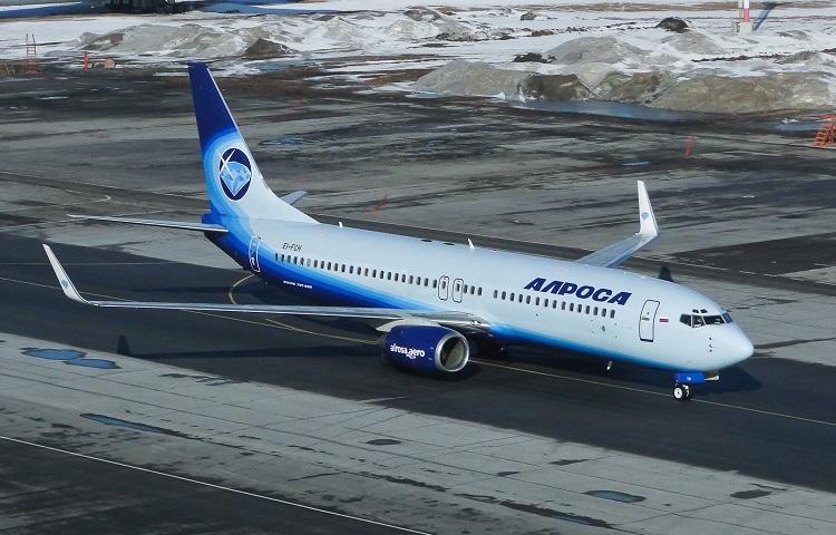 Лайнер Boeing 737-800 авиаперевозчика Алроса