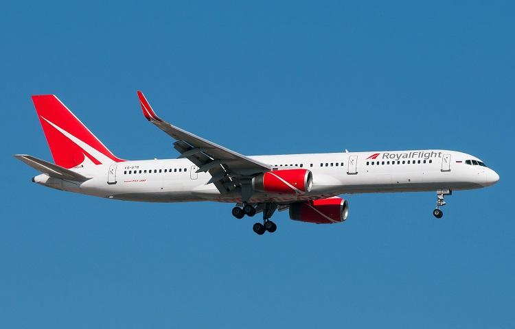 Самолет Boeing 757-200 авиаперевозчика Роял Флайт