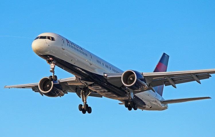 Авиалайнер Boeing 757-200