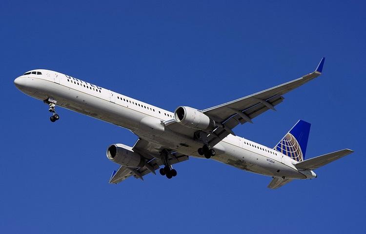 Авиалайнер Boeing 757-300