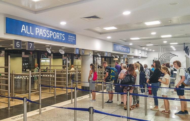 Регистрация на самолет Smart Wings в терминале