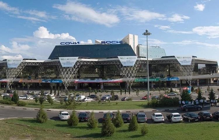 Стоянка возле аэропорта Сочи