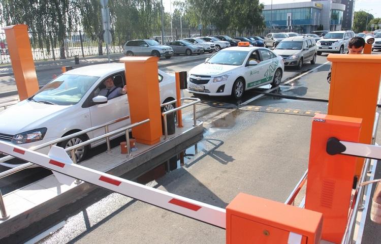 Парковка в аэропорту Казани