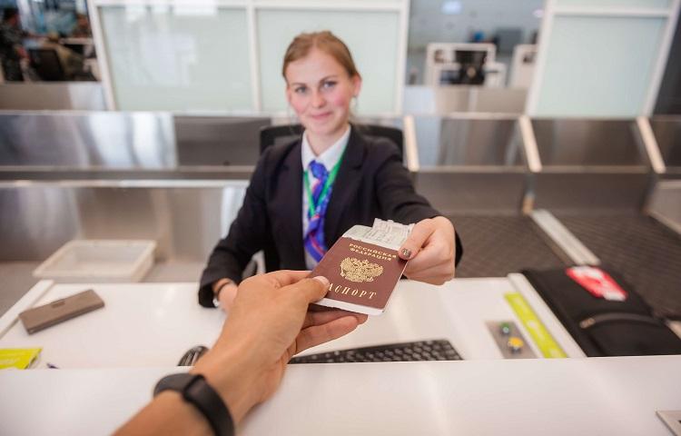 Регистрация на авиарейс в авиагавани Платов