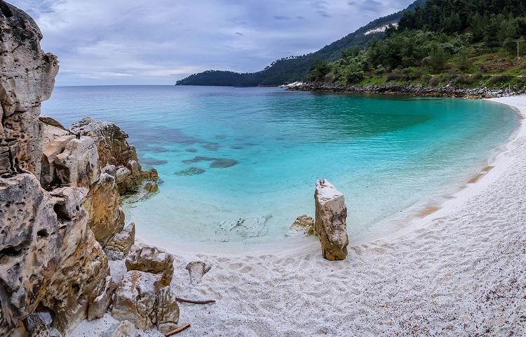 Мраморный пляж – изюминка острова Тасос в Греции