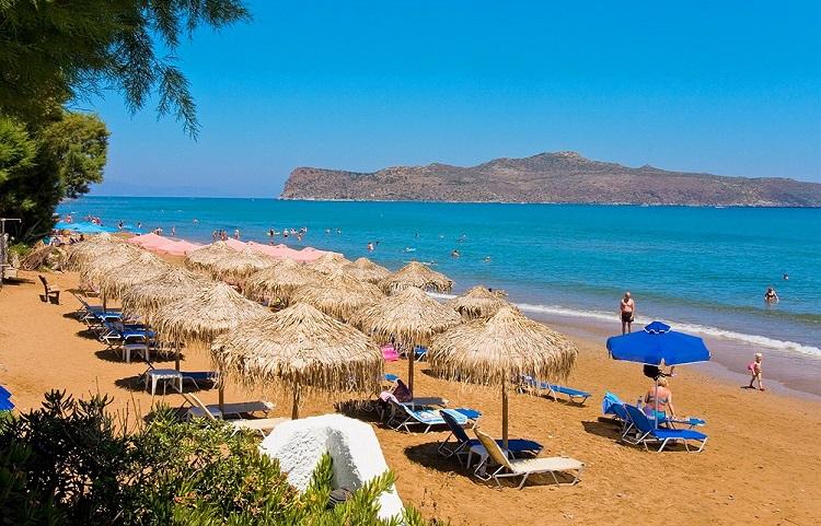 Пляж Агия Марина на западном побережье Крита