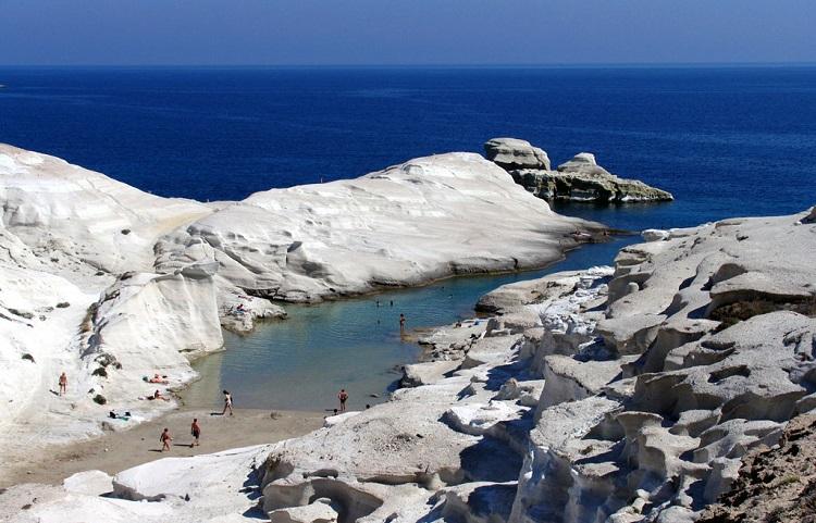 Где отдохнуть на острове Милос