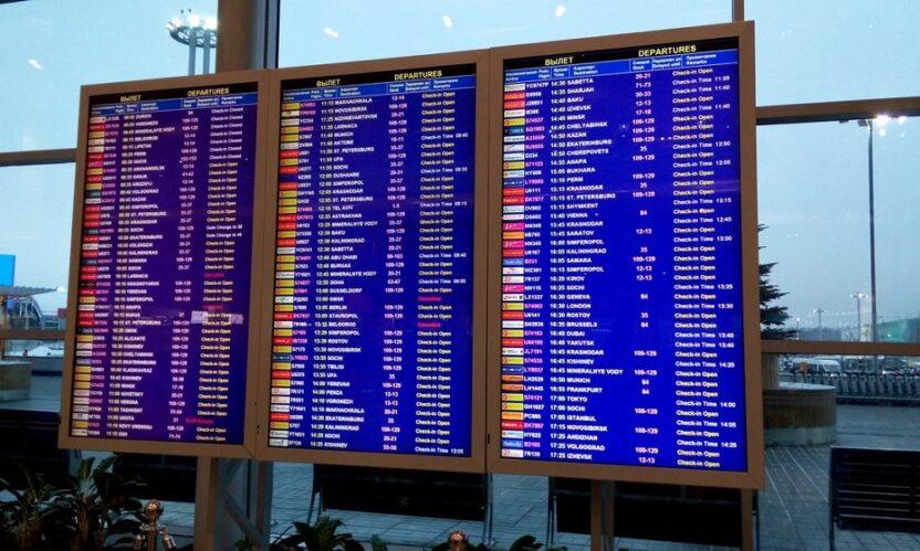 В московских аэропортах отменили или задержали более 60 рейсов