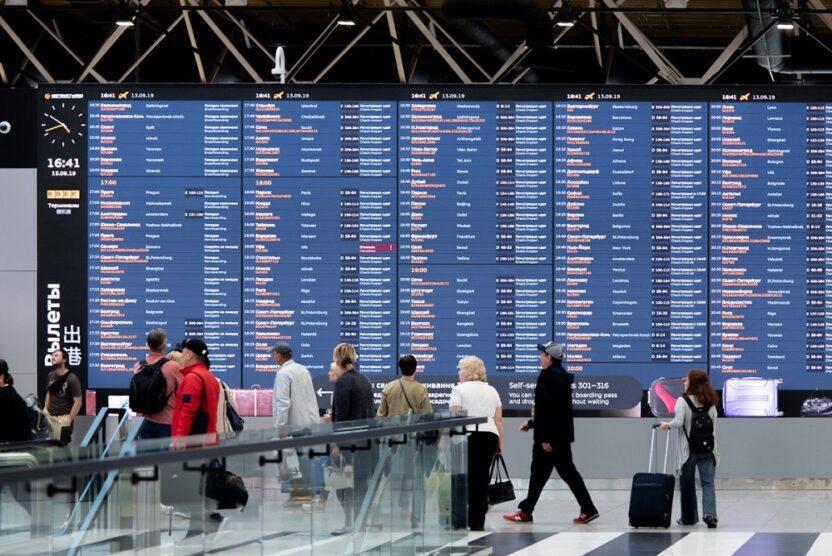 В московских аэропортах снова меняют расписание и отменяют рейсы