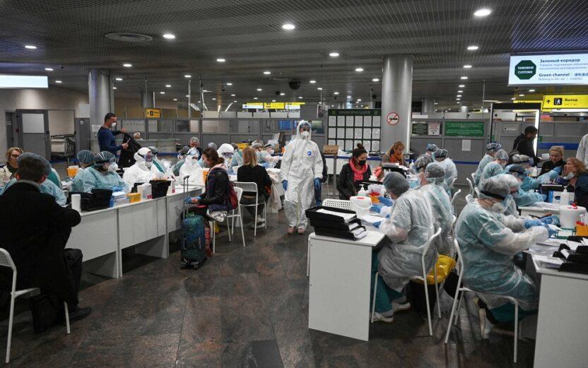 В каких странах в аэропортах проводятся тесты на COVID-19 по прибытии и перед вылетом