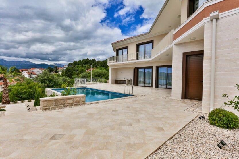 Вилла в Черногории на берегу моря: нюансы аренды жилья на время отдыха