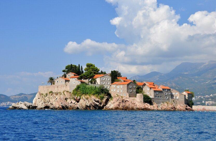 Остров Святой Стефан в Черногории: где отдохнуть, как добраться и что посмотреть