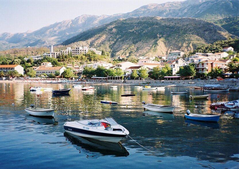 Особенности отдыха на курорте Рафаиловичи в Черногории